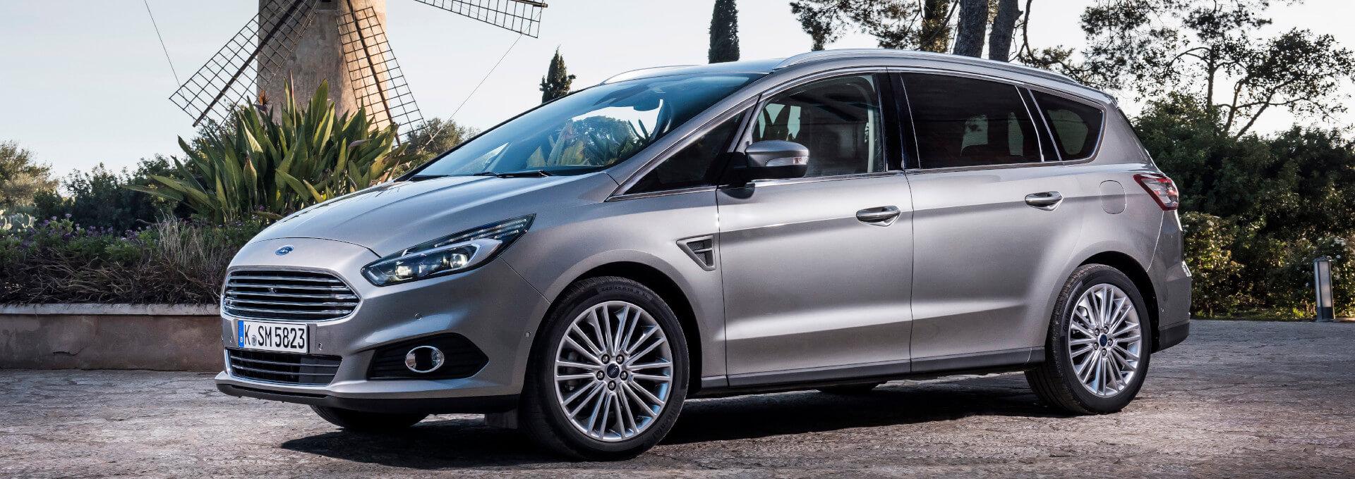 S-Max silberner Ford Van