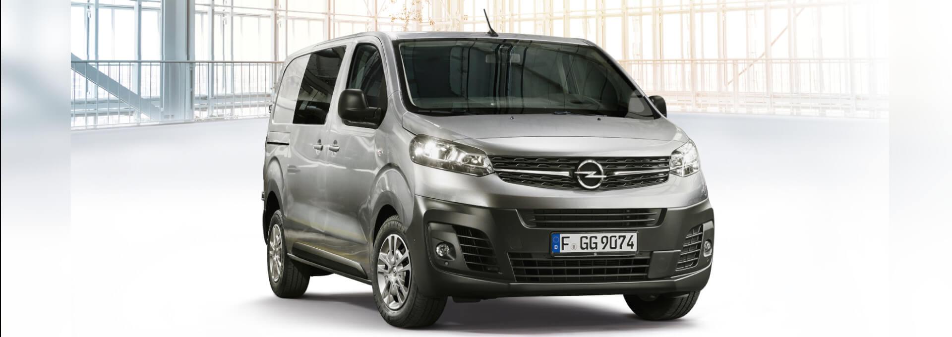 Opel Vivaro Kastenwagen in Industriehalle