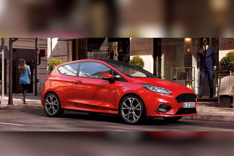 Ford Fiesta auf Straße