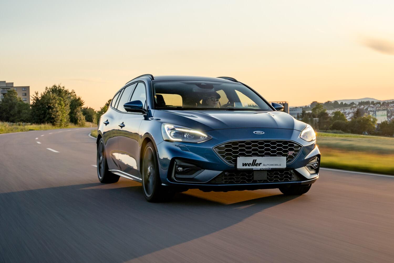 Ford Focus auf Straße