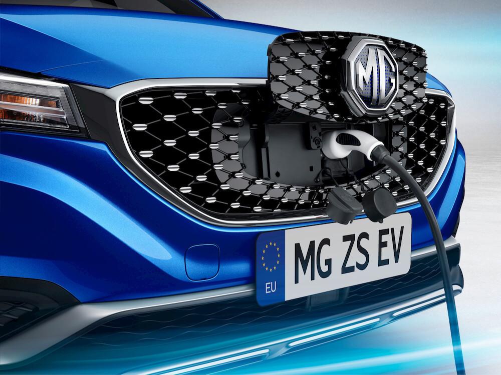 MG ZS EV Ladung über Kühlergrill